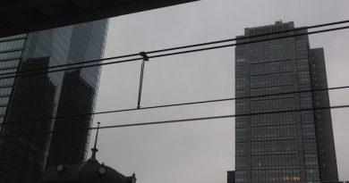 晴れ間の見えない丸の内ビルディング