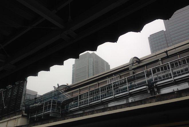 京浜東北線ホームからの丸の内ビルディング