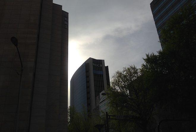 逆光のNUCB名古屋丸の内キャンパス